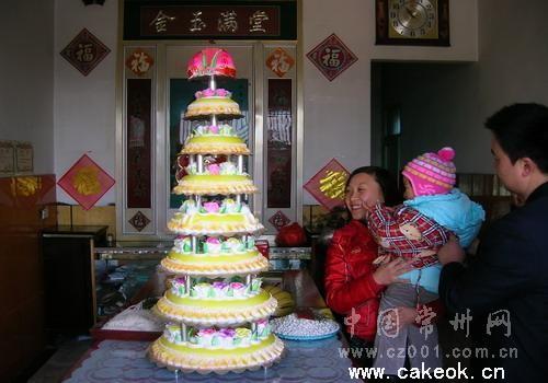 8层生日蛋糕宝塔为八旬老人做寿