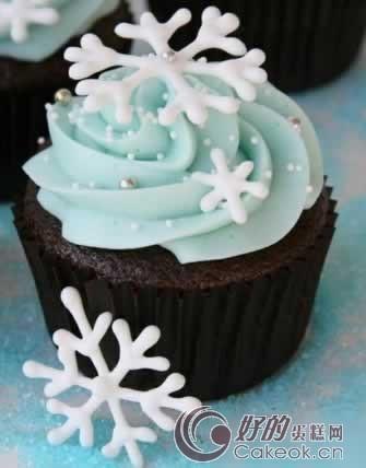 业界动态 > 婚礼蛋糕中 纸杯创意趋流行    糖豆蛋糕   纸杯蛋糕可爱
